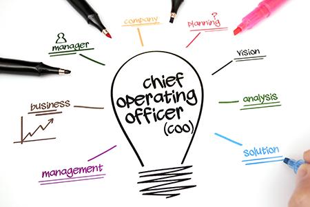 COO là gì? Khác nhau COO và CEO, CFO, CPO, CCO, CHRO, CMO là gì?
